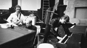 """Serial David Bowie - albumul """"Heroes"""" - episodul 06: Colaborarea cu Robert Fripp de la King Crimson"""