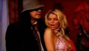 """VIDEO: Ozzy Osbourne şi artista pop Jessica Simpson cântă """"Winter Wonderland"""""""