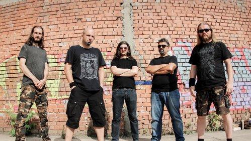 INTERVIURILE ROCK ON: Membrii trupei L.O.S.T ne-au povestit despre cântarea lor din sufrageria unui apartament din Bulgaria