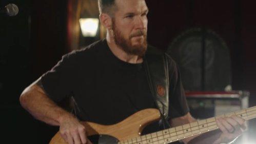 VIDEO: Poveştile muzicale ale basistului Tim Commerford [Rage Against The Machine, Prophets Of Rage, Audioslave]