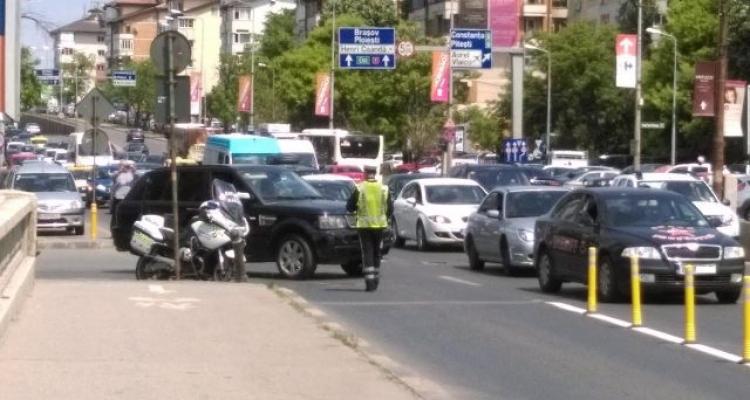 Soluţia ca să nu mai meargă maşinile bară la bară pe DN1: să deie jos bara de la maşini