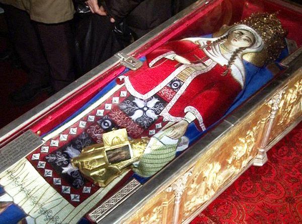"""Mesajul unui preot pentru credinciosii care pupa moaste: """"Cadavrele ciopartite, una dintre cele mai odioase..."""""""