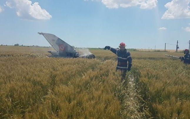 """Şeful de stat major al aviaţiei, cu ocazia zilei aviaţiei: """"La anul vom însămânţa un număr dublu de MiG-uri la hectar. Vrem să accesăm şi nişte fonduri europene pe agricultură pentru aviaţia română."""""""