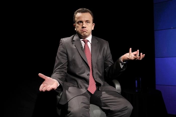După Manualul de Sport, ministrul Liviu Pop vrea să lanseze şi manualele de chiulit, copiat şi fumat în WC