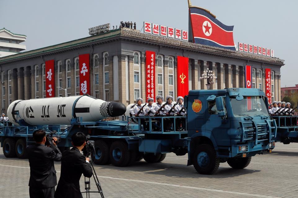 """Coreea de Nord: """"Am oprit programul nuclear. Aşteptăm de la Liviu Pop Manualul de rachete balistice intercontinentale."""""""