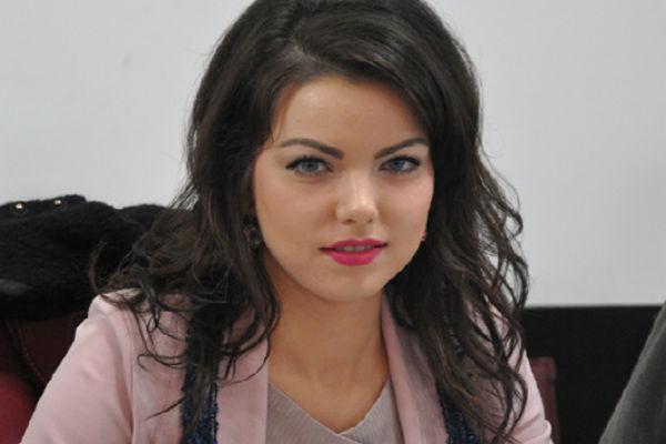 Talentul ascuns al Roxanei -sexy viceprimarita PSD!