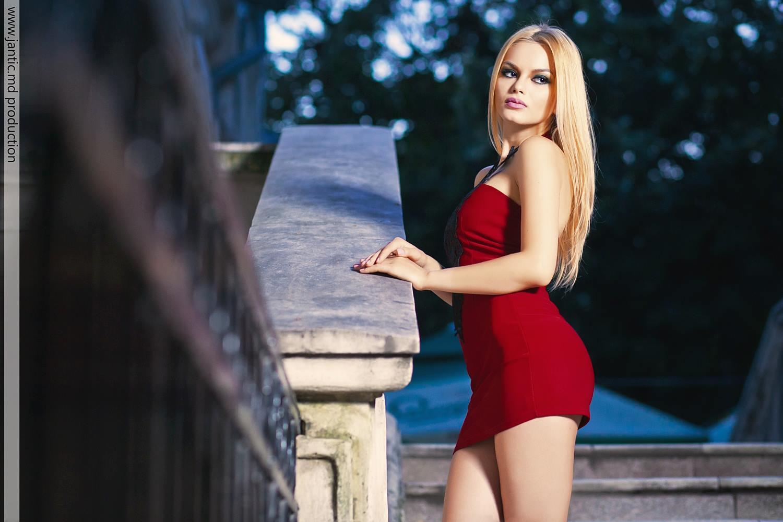 Cum arată cea mai sexy secretară din Republica Moldova