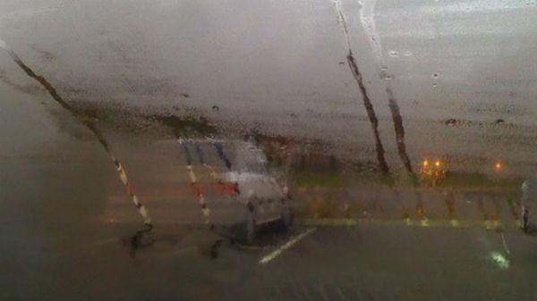 Truc amuzant pentru şoferi! Cum poţi să dezabureşti geamurile maşinii fără efort