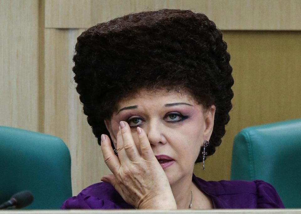 Viorica Dăncilă are concurenţă ! Cine e politiciana cu cea mai bizară coafură