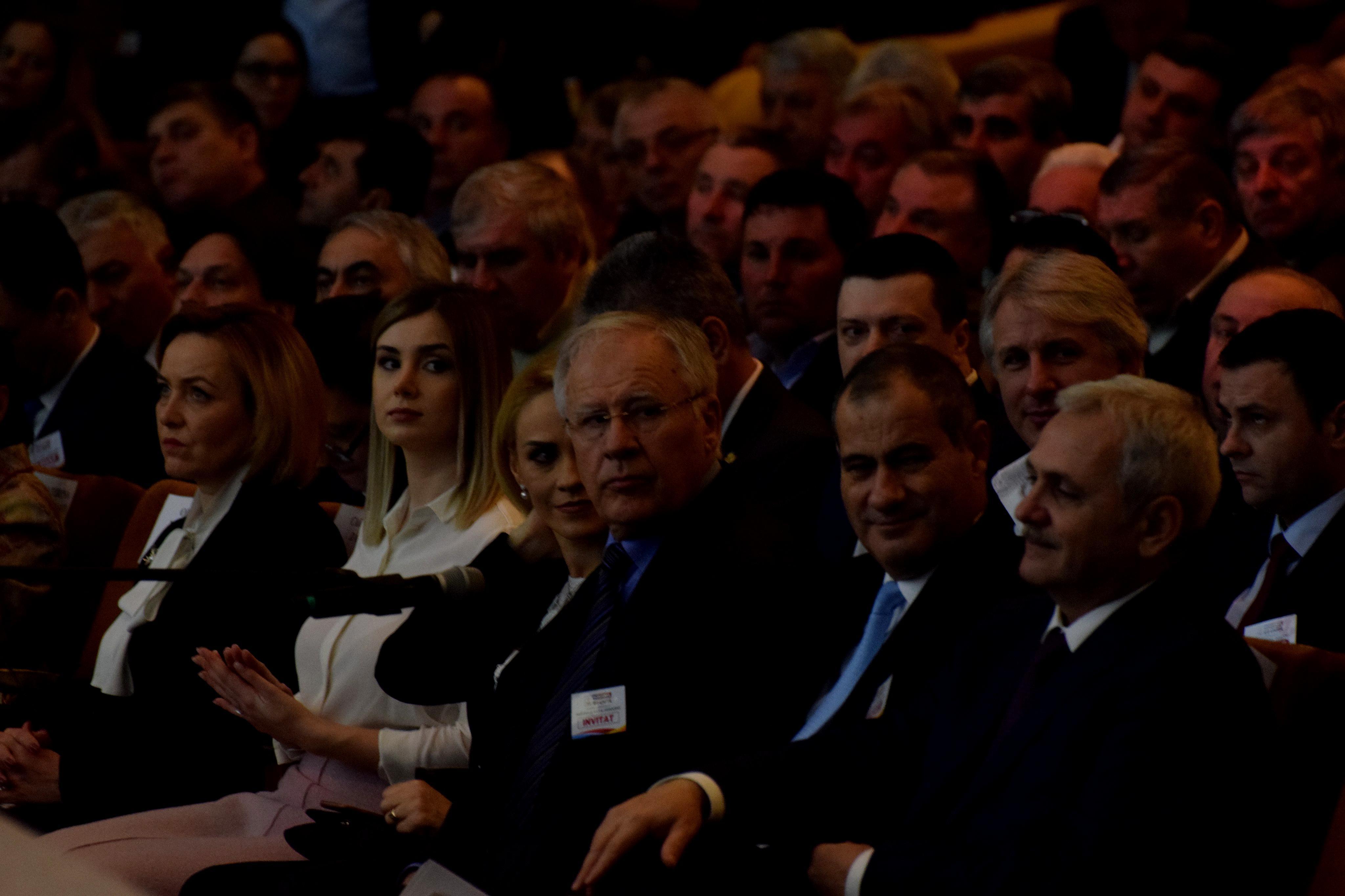 Iubita lui Liviu Dragnea a stat în primul rând la Congresul Extraordinar al PSD, alături de Gabriela Firea şi Carmen Dan