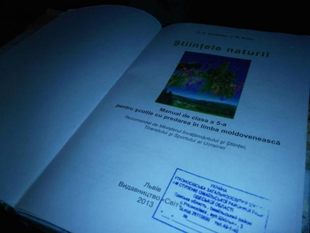 Cum arată un manual în română din Ucraina: Păsările sunt mamifere şi plantele pot fi ierbivore