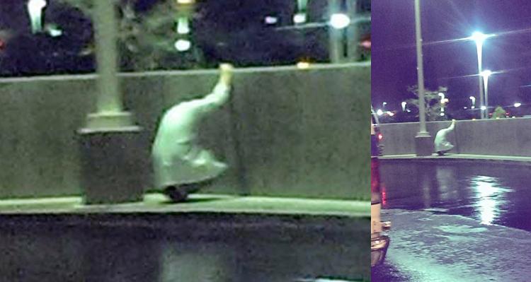 Medicul ăsta a ieşit brusc din spital şi a îngenuncheat în faţa gardului de beton, plângând în hohote, ca un copil. Un prieten l-a pozat şi a pus imaginea pe Facebook. De atunci, o lume întreagă este alături de el. Uite care este motivul sfasietor…
