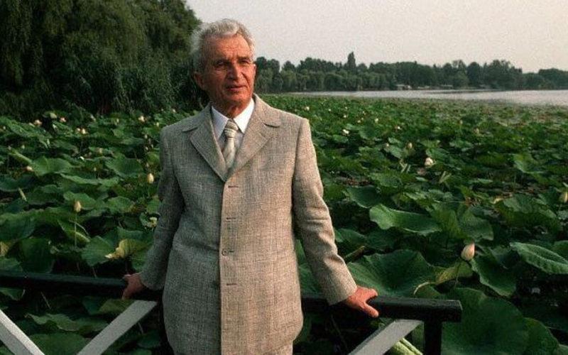 Din mâna lui S-AU NĂSCUT bijuteriile României! Cele şapte MINUNI ale lui Ceauşescu! Imaginile sunt DE EXCEPŢIE! Era mai bine sau mai rau inainte de 1989?