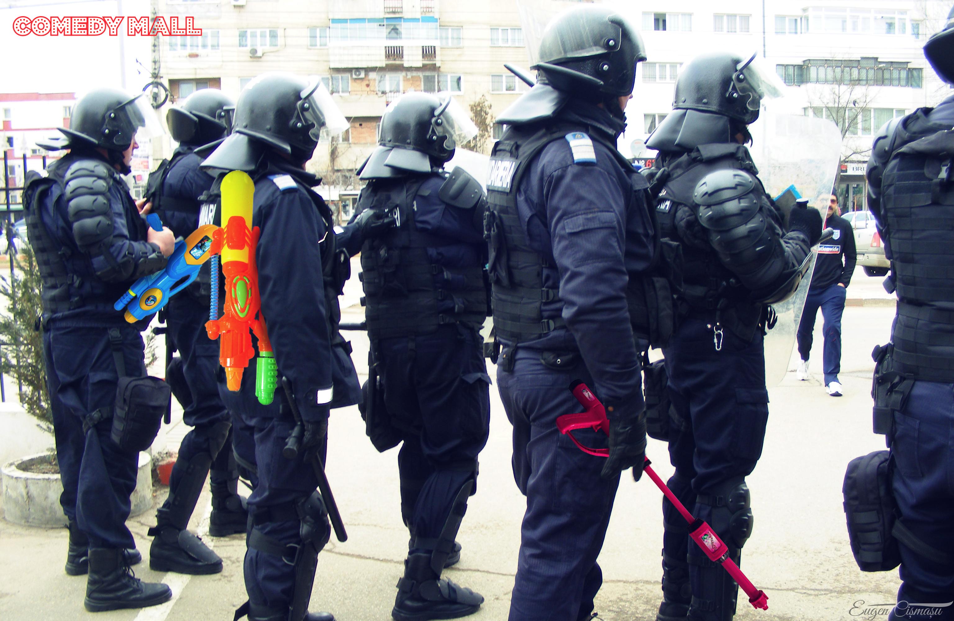 Jandarmii sunt pregătiţi pentru luptă în Piaţa Victoriei: azi trag cu aghiasmă pentru scos dracii din manifestanţi!