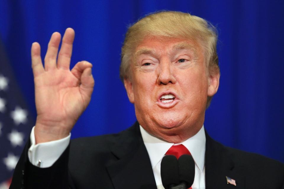 Trump o să construiască un zid să nu mai iasă americanii din SUA de frica lui