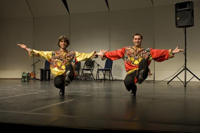 Senzaţional de secret: Ion Iliescu vrea să participe la Uite cine dansează cu un număr de cazacioc