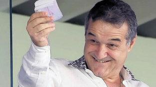 """Palatul lui Becali, luat cu asalt! """"Nea Jiji aruncă cu bani în faţa camerelor şi face caterincă cu televiziunile"""""""