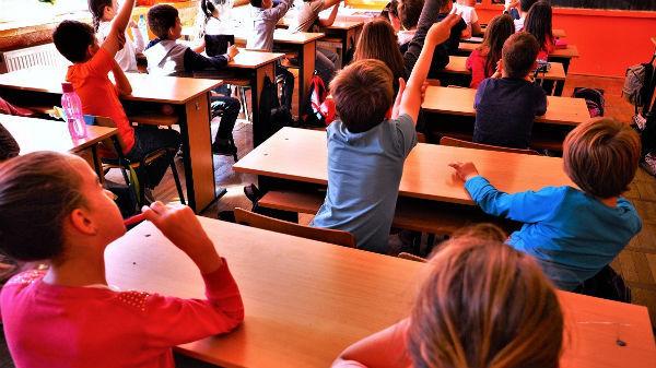 Ministerul Educaţiei (?) organizează un sondaj printre elevi şi părinţi