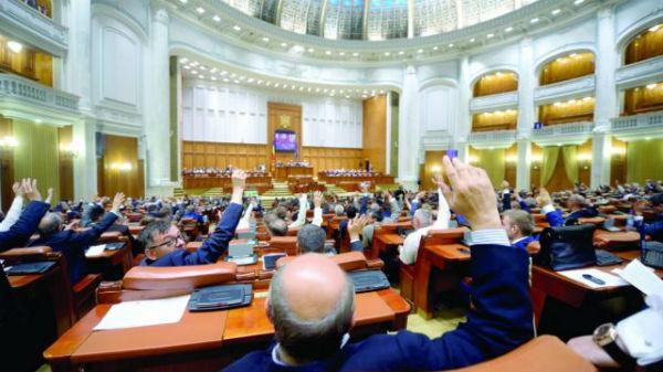 """Angajaţii din Senatul României primesc sporuri pentru """"condiţii vătămătoare"""""""