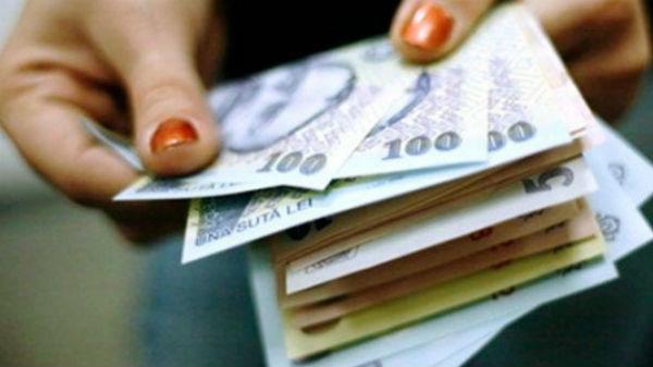 Unde ni se duc banii? În primele două luni românii au cheltuit 28 de miliarde de lei