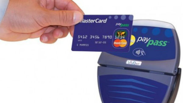 Şeful Mastercard crede că, până în anul 2020, plăţile cu mobilul şi ceasul inteligent vor deveni obişnuite în România