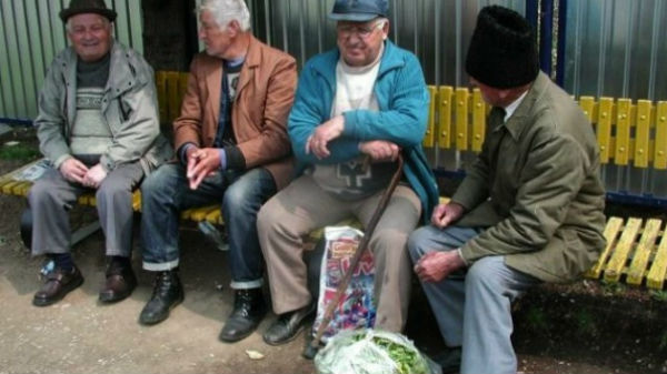 România are cu 300.000 mai multe persoane de peste 65 de ani decât tineri