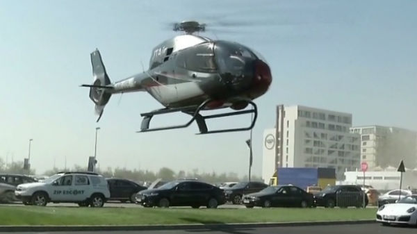Ultima fiţă în cluburile de la Mamaia e să aterizezi în parcare cu elicopterul
