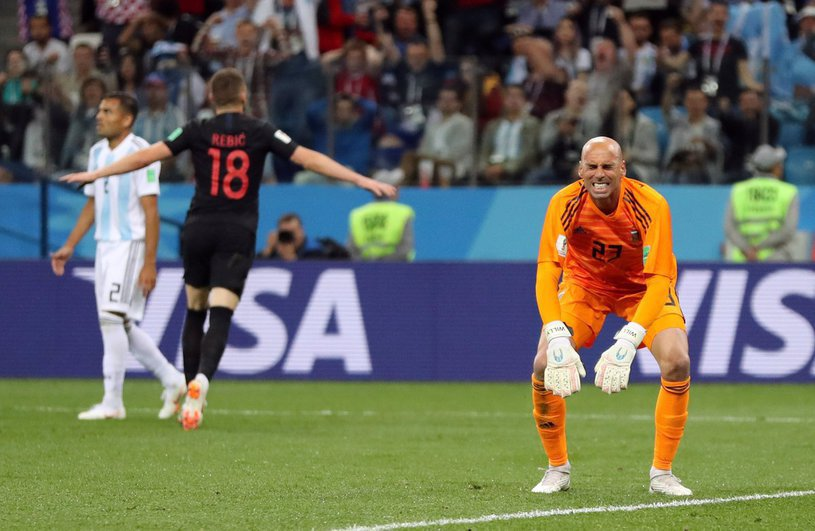 Argentina lui Messi mai are inca o şansa sa rămână la campionatul mondial, dar antrenorul trebuie sa dispară