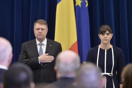 După revocarea şefei DNA, preşedintele Iohannis se pregăteşte acum s-o revoce din funcţie şi pe...