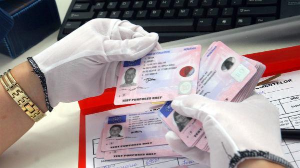 Un fost poliţist de la Direcţia permise şi Înmatriculări Arad nu poate justifica 330 de mii de lei din avere