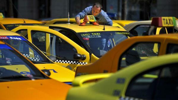 Taximetriştii au renunţat la protestul anti-Uber