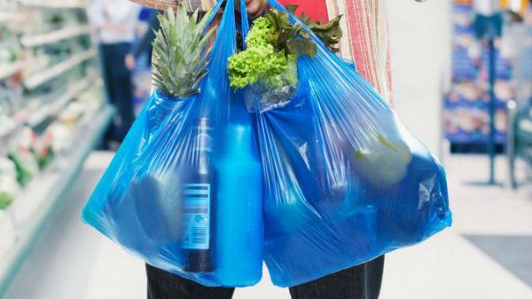 România va interzice pungile din plastic