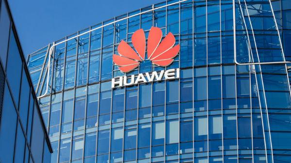 FBI şi CIA îi avertizează pe americani să nu cumpere telefoane Huawei