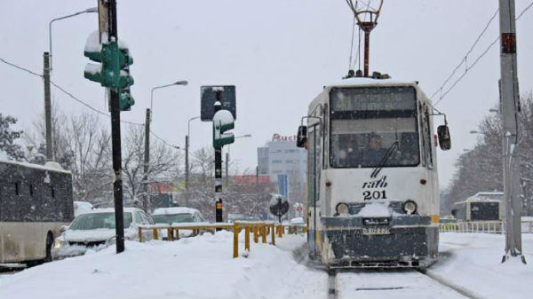 Circulaţia tramvaielor de pe linia 41 este blocată din cauza zăpezii
