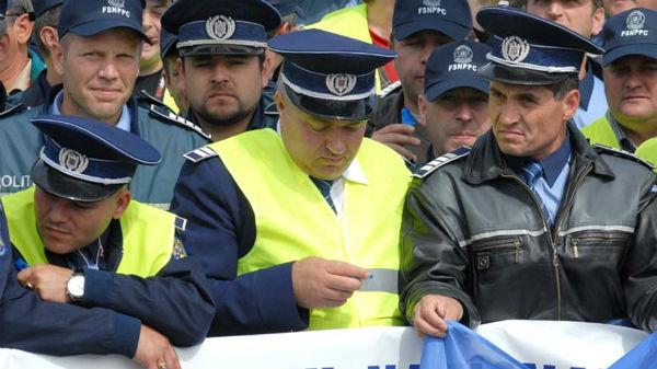Poliţiştii pichetează sediul Ministerului de Interne. Ce crede Carmen Dan?