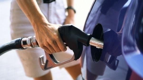 Scumpiri în lanţ la pompele de benzină