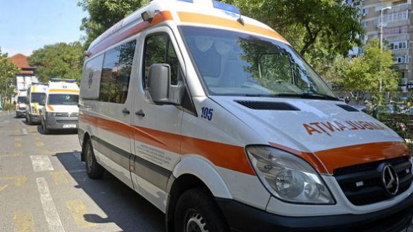 O femeie a născut pe stradă, după ce un taximetrist a refuzat să o ducă la spital