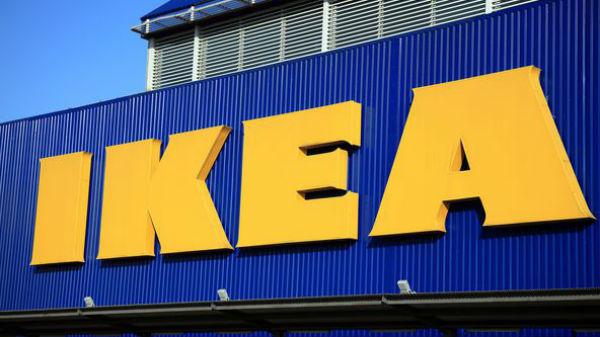 IKEA recrutează 350 de angajaţi. Cei din Parlament pot testa fotoliile