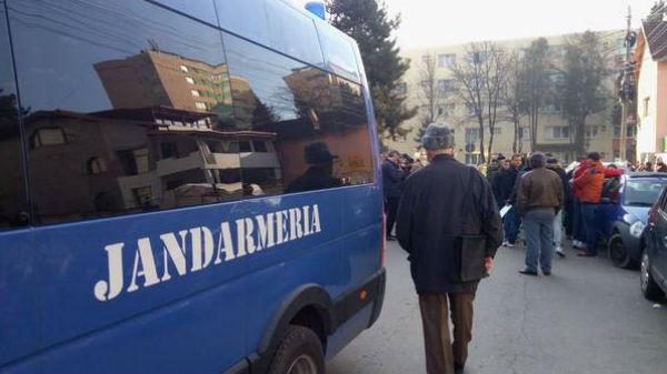 Judecătorii au anulat amenda dată de jandarmi, pentru tulburarea liniştii publice, unui protestatar surdo-mut care manifesta împotriva PSD
