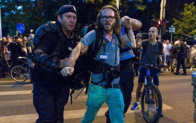 Prima reacţie a Jandarmeriei Române în cazul jurnalistului german reţinut la proteste