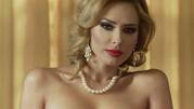 Iulia Vântur apare din ce în ce mai dezbrăcată! Imaginile în care nu are bikini