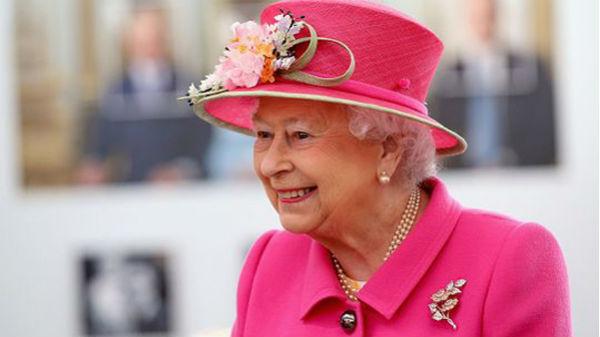 Românii sunt darnici! Ce cadouri EXTRAVAGANTE a primit Regina Elisabeta de la doi olteni