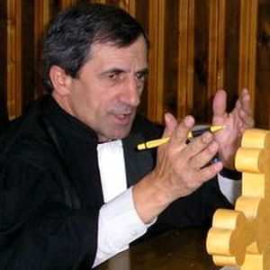 O stafie bantuie prin Justitia Romana: Stafia normalitatii