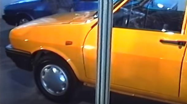1995, Bucureşti, România - Cum apăreau Dacia şi Aro la primul Salon Auto de după Ceauşescu - VIDEO