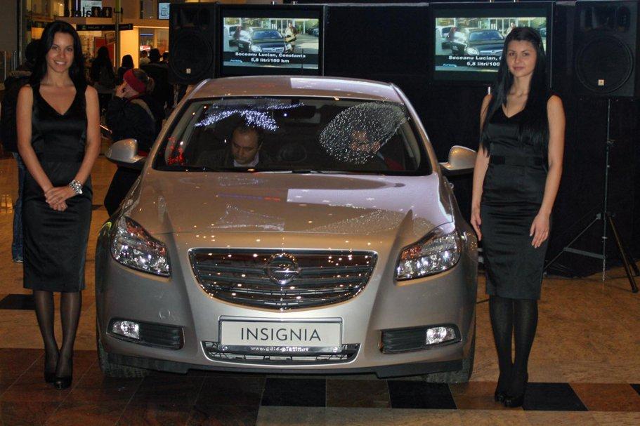 """Marele premiu al concursului """"Câştigă un Opel Insignia"""" a putut fi admirat în Băneasa Shopping City în weekendul 5-6 decembrie, în paralel cu desfăşurarea finalei concursului."""