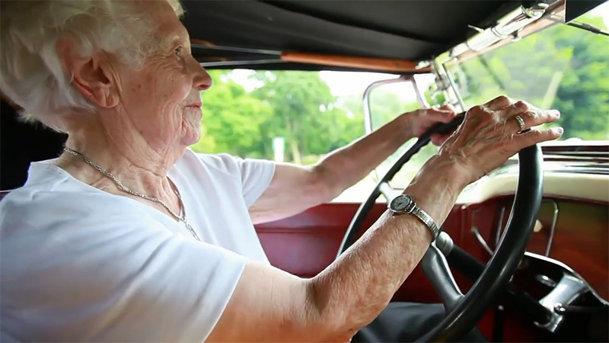 Oameni şi maşini: Margaret Dunning, femeia de 102 ani care conduce de o viaţă