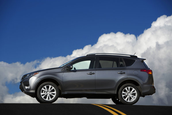 Toyota RAV4 2013, side view. Poza laterala