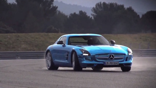 Mercedes-Benz SLS AMG Electric Drive, condus de Chris Harris. VIDEO