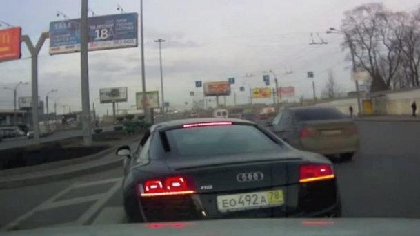 Video: Cum să fii nesimţit în trafic cu un Audi R8