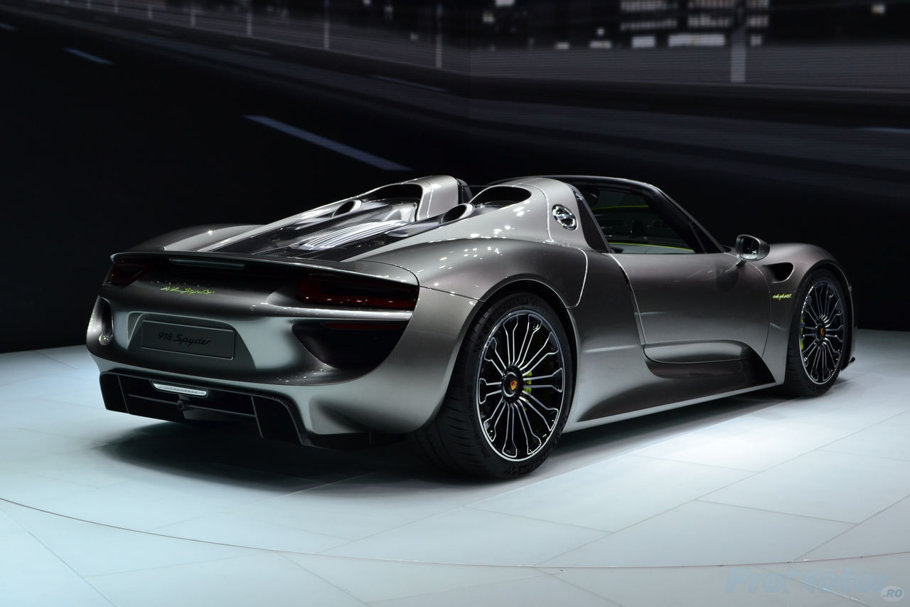 porsche 918 spyder date tehnice 2014 porsche 918 spyder release date price and specs roadshow. Black Bedroom Furniture Sets. Home Design Ideas
